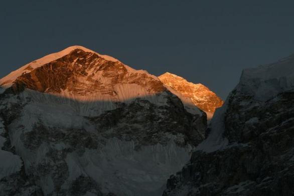 Hai góa phụ chinh phục Everest để truyền cảm hứng sống - Ảnh 2.