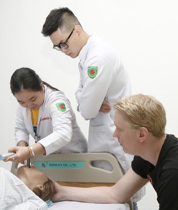 Đào tạo Y khoa song ngữ - Cơ hội để làm việc tại Hoa Kỳ - Ảnh 2.