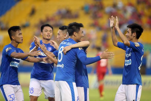 Thua Than Quảng Ninh 0-2, B.Bình Dương than do quá mệt - Ảnh 2.