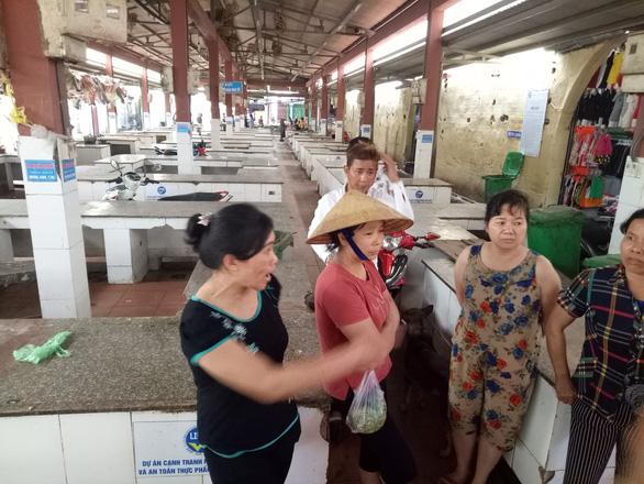 Xã cấm bán thịt heo, 120 quầy hàng của tiểu thương phải dẹp - Ảnh 3.