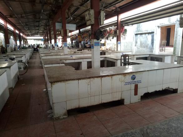 Xã cấm bán thịt heo, 120 quầy hàng của tiểu thương phải dẹp - Ảnh 2.