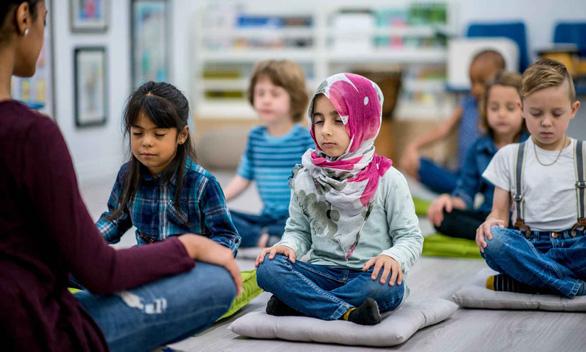 Trường học dạy tích hợp yoga, thiền để học sinh hạnh phúc - Ảnh 1.
