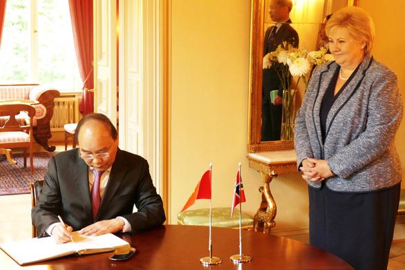 Nữ Thủ tướng Na Uy vui mừng gặp lại Thủ tướng Nguyễn Xuân Phúc - Ảnh 3.
