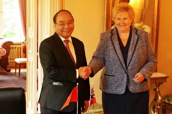 Nữ Thủ tướng Na Uy vui mừng gặp lại Thủ tướng Nguyễn Xuân Phúc - Ảnh 2.