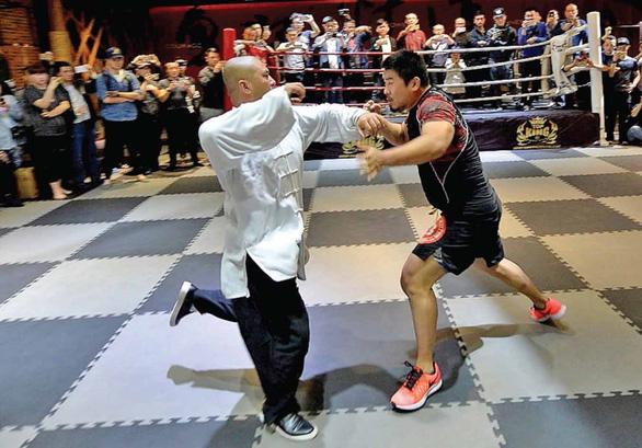Chỉ 47 giây, danh môn chánh phái võ thuật Trung Hoa lao đao - Ảnh 1.