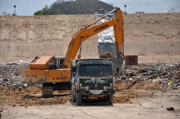 Cục Cảnh sát môi trường bất ngờ kiểm tra bãi rác của Công ty TNHH Kbec Vina - Ảnh 1.
