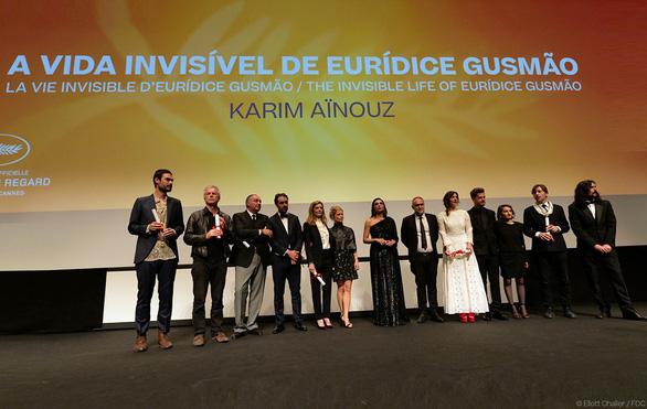 Phim về mẹ đơn thân được tôn vinh vì có góc nhìn mới lạ ở Cannes - Ảnh 4.