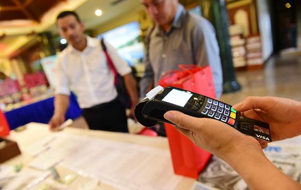 Choáng váng nợ thẻ tín dụng 400.000 đồng bị tính lãi và phạt 3 triệu - Ảnh 1.