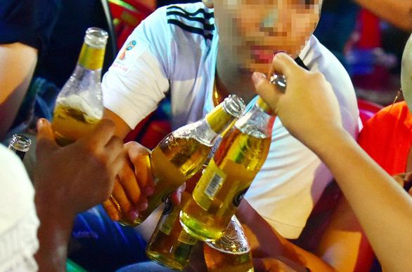 Con cháu sẽ chê trách chúng ta không quyết liệt với rượu bia - Ảnh 1.