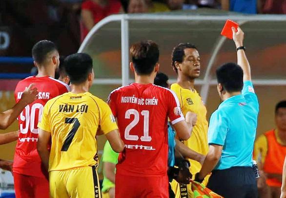 Vòng 11 V-League 2019: Quá nhiều sai lầm - Ảnh 1.