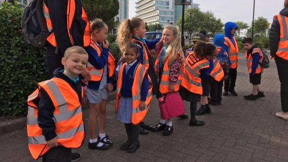 Trường tiểu học với thiết kế buộc học trò tiểu học đi bộ - Ảnh 1.