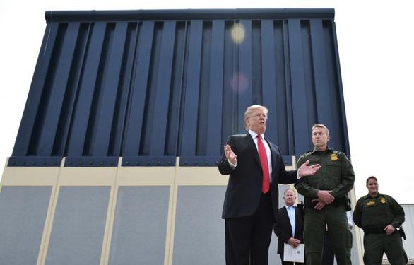 Tòa không cho ông Trump dùng tiền chính phủ xây tường biên giới - Ảnh 1.
