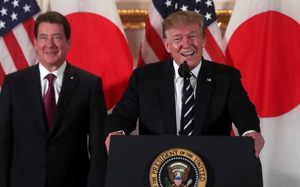 Ông Trump thượng đỉnh sumo với ông Abe - Ảnh 1.