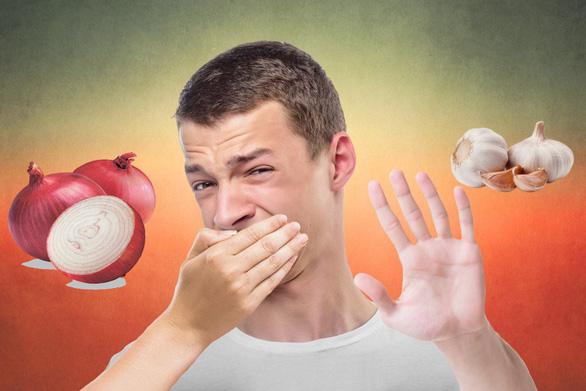 Tại sao chúng ta không chịu được hơi thở có mùi tỏi? - Ảnh 1.