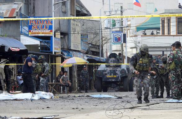 Dân Philippines cầu cứu chính quyền diệt Abu Sayyaf - Ảnh 1.