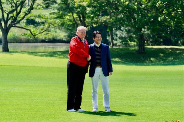 Ảnh tươi cười của lãnh đạo Mỹ - Nhật được yêu thích - Ảnh 2.