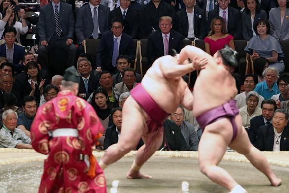 Ông Trump đi coi đấu sumo - ác mộng của mật vụ Mỹ - Ảnh 1.