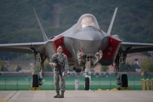 Ông Trump khoe Nhật mua thêm 105 chiếc F-35 - Ảnh 1.
