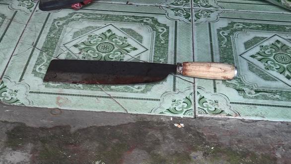 Vụ án cả nhà chết trong phòng trọ: nghi người chồng cắt cổ vợ con - Ảnh 5.