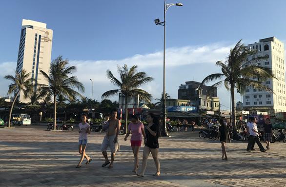 17 nhà hàng, quán ăn ven biển Đà Nẵng tồn tại nhiều năm không phép - Ảnh 1.