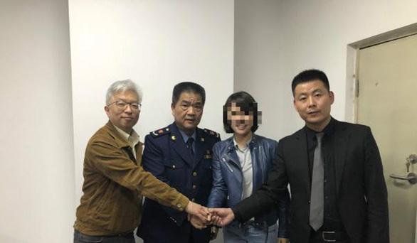 Nữ thạc sĩ Trung Quốc khóc thảm thương vì bị lừa mua Mercedes dỏm - Ảnh 2.