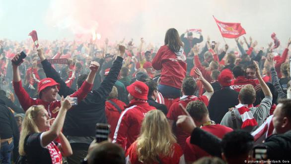 Đội đàn em giật chỗ của đàn anh ở Bundesliga - Ảnh 2.