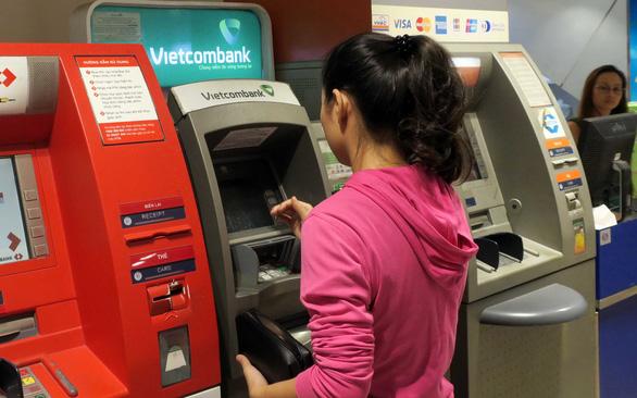 Miễn phí chuyển thẻ ATM sang thẻ chip giai đoạn đầu - Ảnh 1.