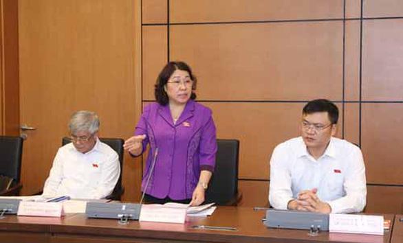 Quyền chủ tịch UBND tỉnh Sơn La kiên quyết không trả lời gian lận thi cử - Ảnh 1.