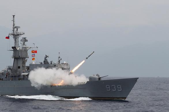 Tiêm kích Đài Loan đáp xuống đường cao tốc trong tập trận chống Trung Quốc - Ảnh 5.