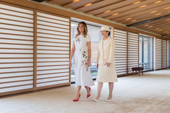 Đệ nhất phu nhân Mỹ tặng Hoàng hậu Nhật Bản món quà công phu gì? - Ảnh 2.