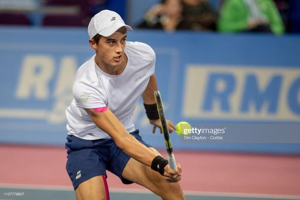 Tay vợt gốc Việt Antoine Hoang vào vòng 2 Roland Garros 2019 - Ảnh 1.