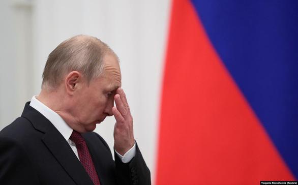 Tỉ lệ ủng hộ ông Putin thấp kỷ lục trong 13 năm qua, vì mức sống của dân không cải thiện?  - Ảnh 1.