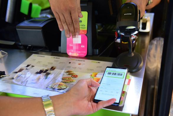 Dùng thẻ, ví điện tử... trả tiền sao cho an toàn? - Ảnh 2.