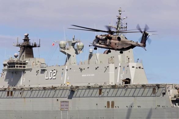 Trực thăng Úc bị tàu Trung Quốc chiếu laser khi bay trên Biển Đông - Ảnh 1.