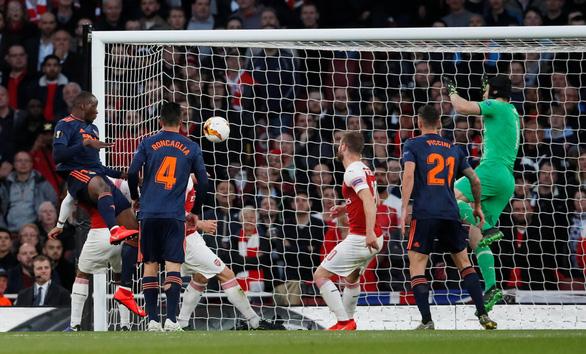 Lacazette giúp Arsenal lội ngược dòng thắng Valencia - Ảnh 2.