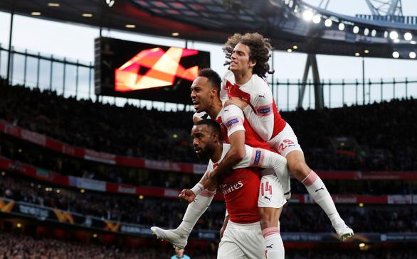 Lacazette giúp Arsenal lội ngược dòng thắng Valencia - Ảnh 1.