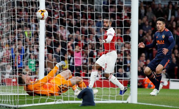 Lacazette giúp Arsenal lội ngược dòng thắng Valencia - Ảnh 3.