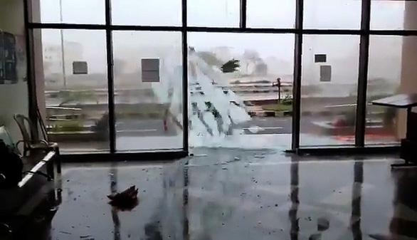 Siêu bão Fani ập vào Ấn Độ, 1 triệu người sơ tán - Ảnh 3.