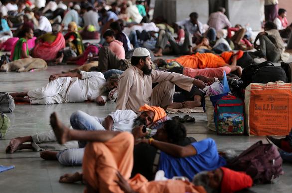 Siêu bão Fani ập vào Ấn Độ, 1 triệu người sơ tán - Ảnh 4.
