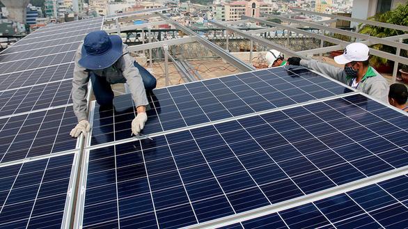Nhà xưởng, cao ốc cũng rầm rộ đầu tư sử dụng điện mặt trời - Ảnh 1.