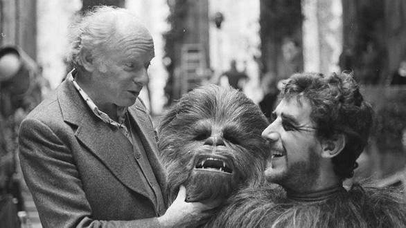 Nam diễn viên đóng vai Chewbacca trong Star Wars qua đời ở tuổi 74 - Ảnh 3.