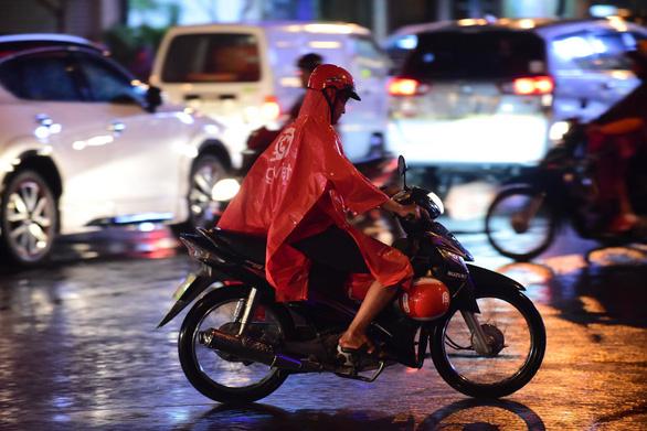 Mùa mưa Nam Bộ đến trễ, kết thúc sớm - Ảnh 1.