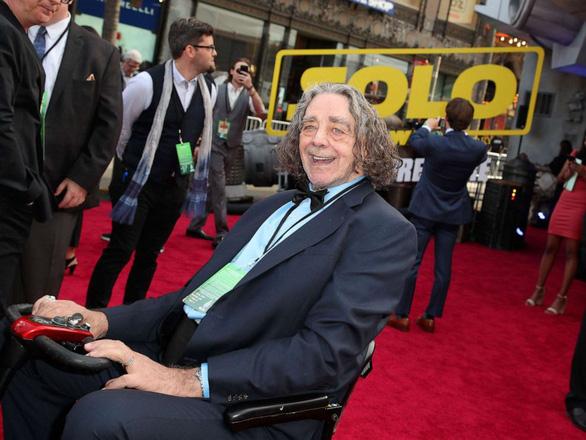 Nam diễn viên đóng vai Chewbacca trong Star Wars qua đời ở tuổi 74 - Ảnh 4.