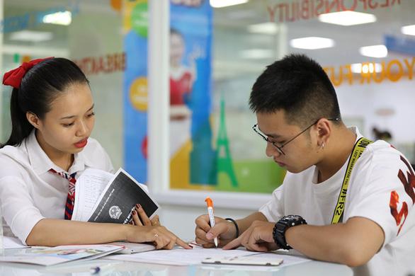 UEF hút thí sinh trong ngày đầu nhận hồ sơ xét tuyển học bạ - Ảnh 1.