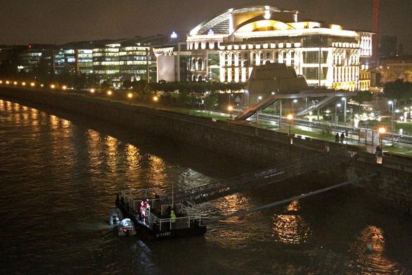 Tàu du lịch trên sông bị chìm, nhiều người thiệt mạng và mất tích - Ảnh 1.