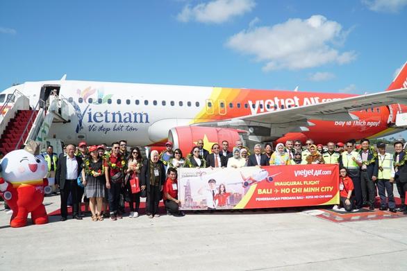 Vietjet chính thức khai trương đường bay TP.HCM - Bali - Ảnh 1.
