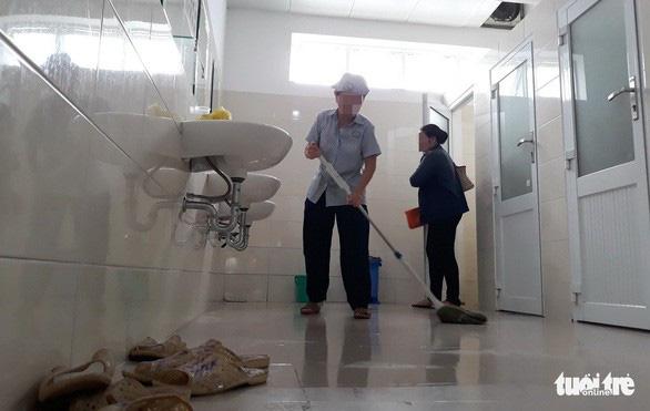 Người bệnh phiền nhất về viện phí và nhà vệ sinh bệnh viện - Ảnh 1.
