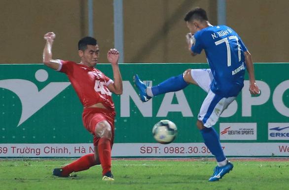 Sân Hàng Đẫy: Rượt đuổi tỉ số giữa Viettel và Than Quảng Ninh - Ảnh 2.