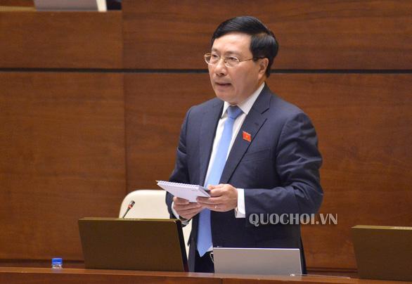 Phó thủ tướng Phạm Bình Minh lần đầu trả lời chất vấn trước Quốc hội - Ảnh 1.