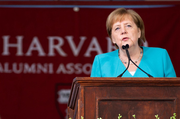 Thủ tướng Merkel khuyên nhủ người trẻ: Hãy dành ra những phút giây lắng đọng - Ảnh 1.
